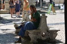 Scriitor misterios? Mysterious writer? Largo do Carmo, Lisboa. Foto: ©Slowaholic