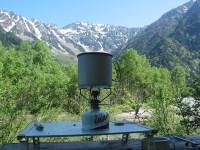 上高地・小梨平にて穂高連峰を眺めながら朝食作り