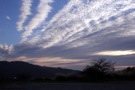 夜明けの雲が印象的だった高ボッチ高原