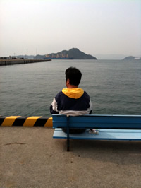 岡山・宇野港にて小豆島行きのフェリーを待つ