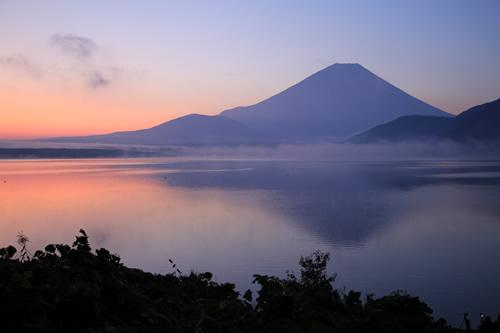 揺らぐ逆さ富士  2011/10/9  5:28