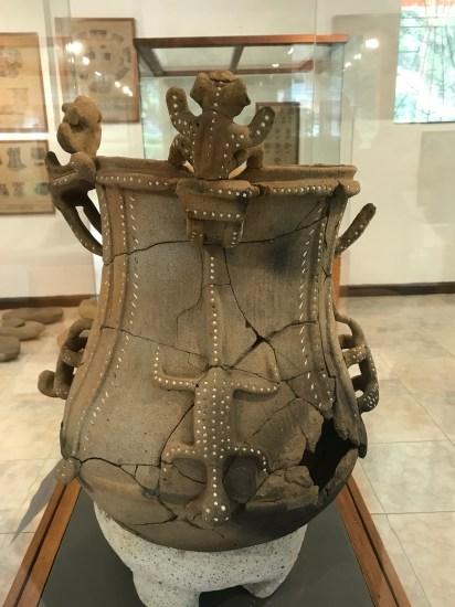 tierra dentro decorative urn