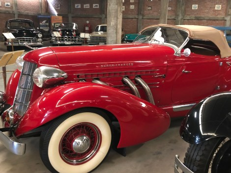 car museum mascot whitewalls.JPG
