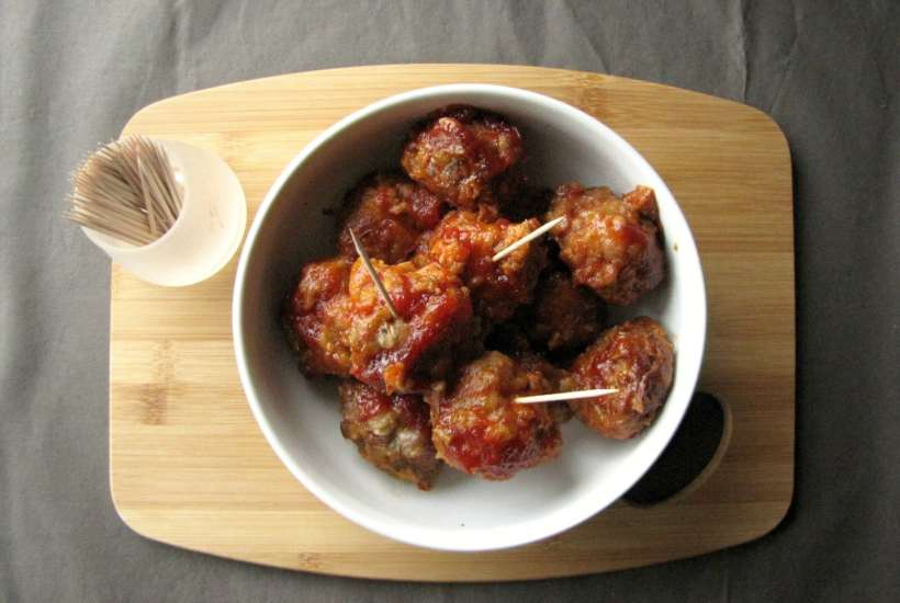 Slow Cooker Pork Meatballs in Chili Apricot Sauce