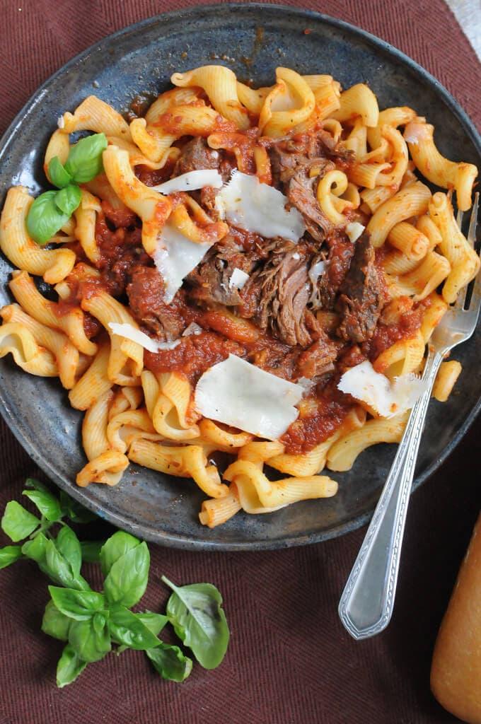 short-rib-pasta-crockpot-680x1024