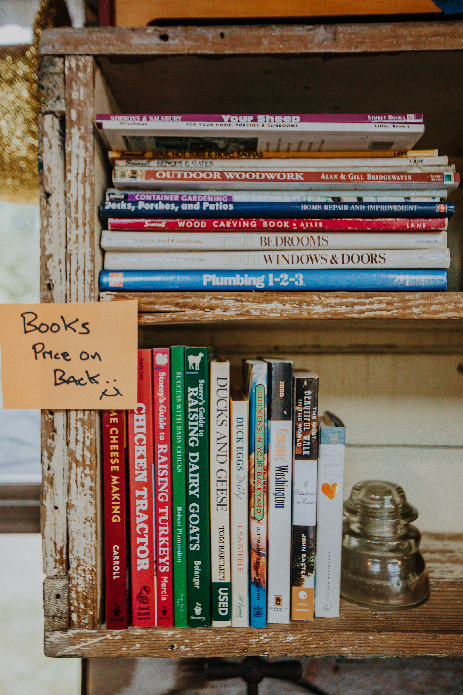 How-to books sit on a shelf inside the Fruits des Vignes farm stand.