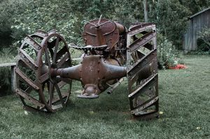 512px-Old_Fordson_Tractor_at_See_Canyon_Fruit_Ranch