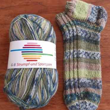 Gratis opskrift strikkede strømper sokker begynder nem