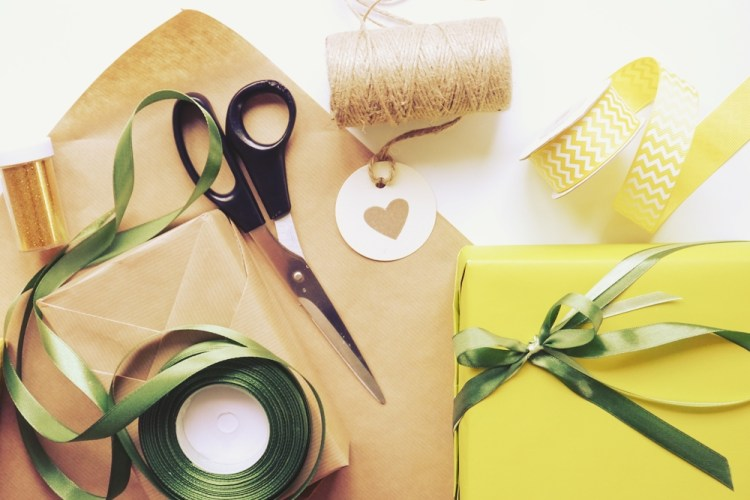 2 sposoby na pakowanie prezentów w papier