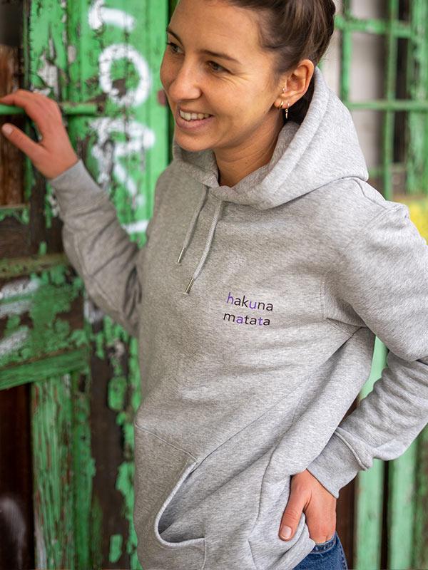 nachhaltiger-hoodie-fair-fashion-pullover-hakuna-matata-slowli-9