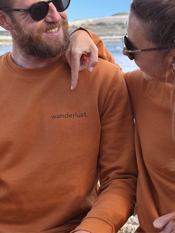 nachhaltiger-pullover-sweatshirt-wanderlust-6-slowli