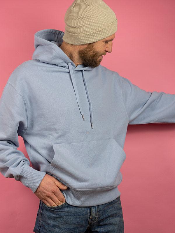 nachhaltiger-oversize-pullover-hoodie-minimalist-blau-blue-4-slowli