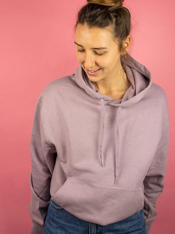 nachhaltiger-oversize-pullover-hoodie-minimalist-purple-lila-2-slowli