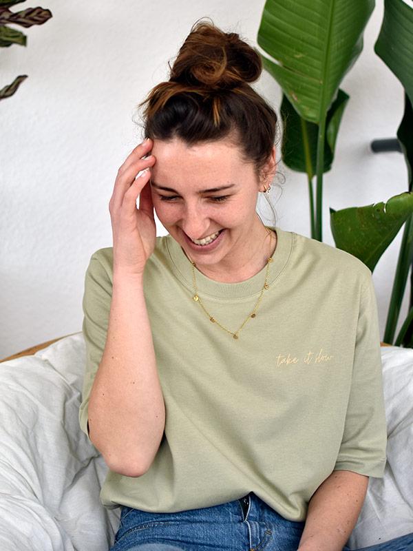 nachhaltiges-shirt-fair-fashion-t-shirt-take-it-slow-oversize-mint