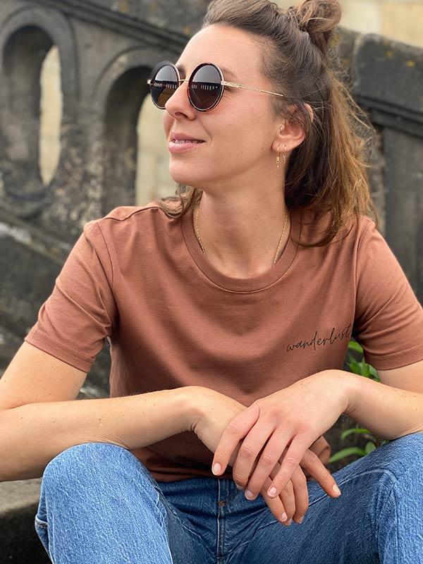 nachhaltiges-shirt-fair-fashion-t-shirt-wanderlust-braun_6