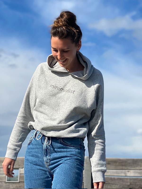 nachhaltiger-Hoodie-fair-fashion-pullover-minimalist-grau-slowli-4
