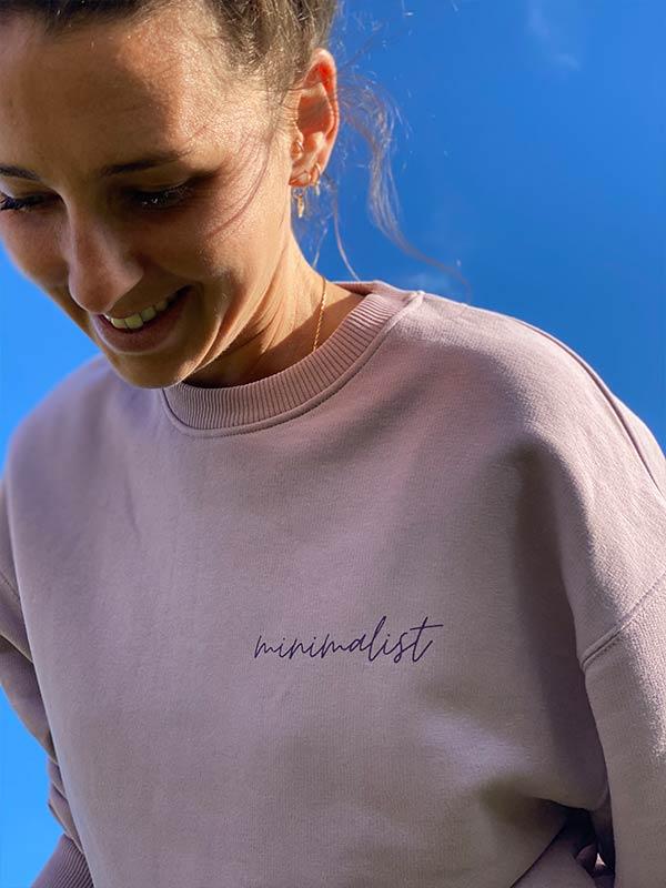 nachhaltiger-Pullover-minimalist-lila-fair-fashion-slowli_11