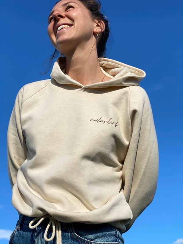 nachhaltiger-pullover-hoodie-mfair-fashion-natuerlich-beige-9-slowli
