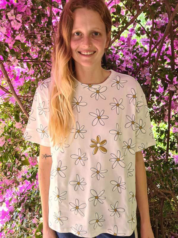 prettycasual-cream-big-daisy-baggy-t-shirt-faires-shirt-slowli