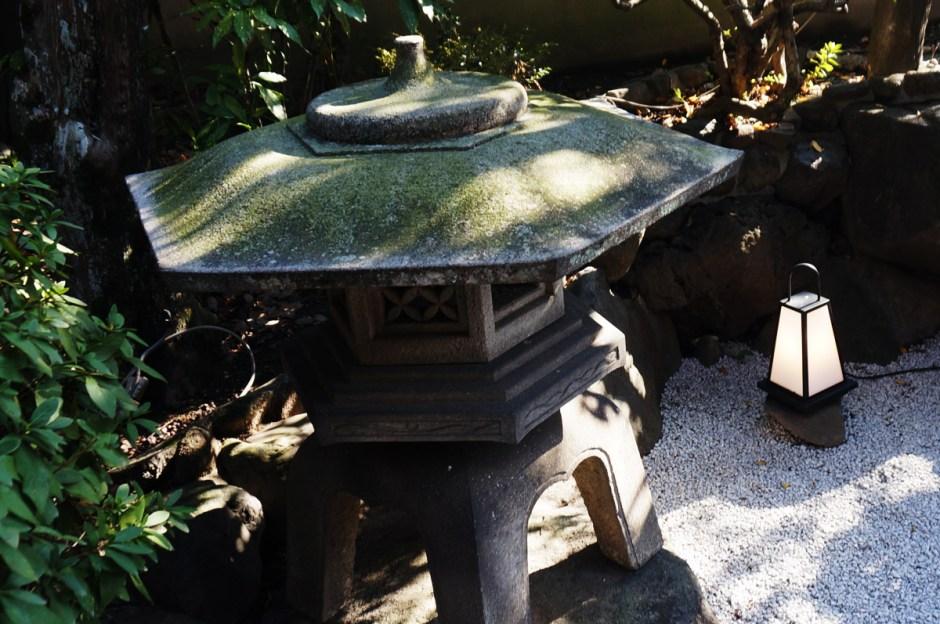 池田石橋苑 庭の灯籠
