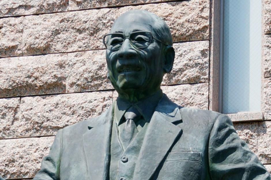 インスタントラーメン発明記念館にある百福翁の像