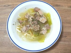 自家製パンチェッタとレタスのスープ