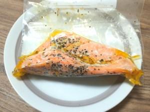 チリ産鮭切り身の低温調理