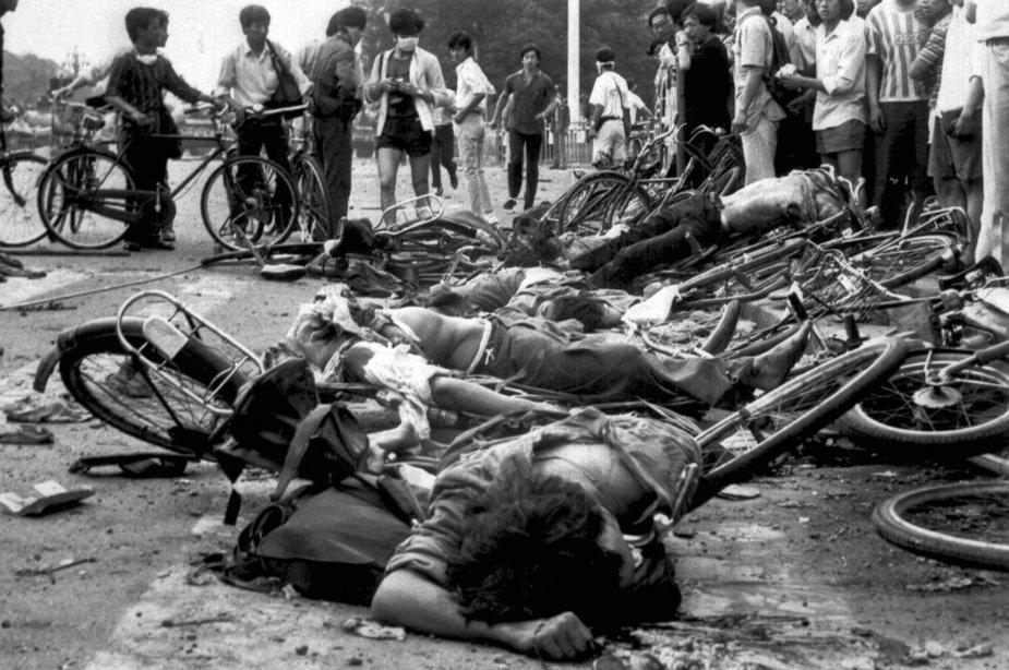 중국 천안문 6.4 항쟁은 중국 공산당의 무력 진압(사실상 대학살)로 끝났다.