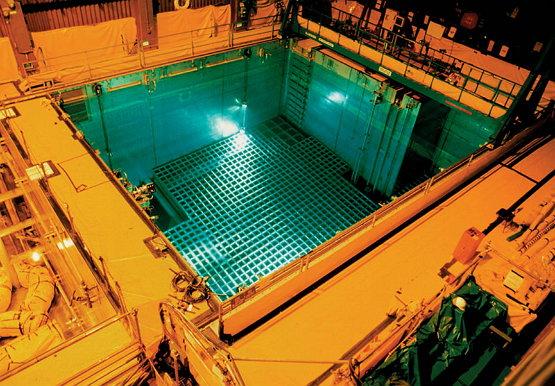 사용후핵연료 저장수조의 실제 모습. (출처: 위키미디어 공유)