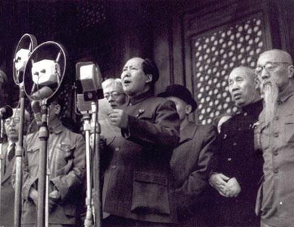 1949년 10월 1일, 중화인민공화국을 선포하는 마오쩌둥