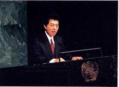 1993년 9월 27일 UN에서 연설하는 호소카와 총리 (출처: CC BY 4.0)