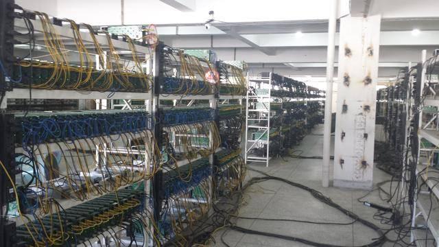 분산형 네트워크를 이용하는 탓에 높은 컴퓨팅 파워를 요구한다.
