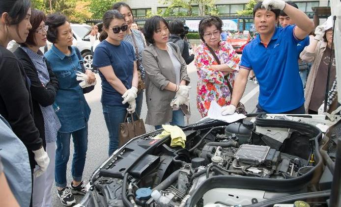 여성운전자 자동차 정비교실 (출처: 양천구청) http://www.yangcheon.go.kr/site/yangcheon/ex/bbs/View.do?cbIdx=266&bcIdx=173185