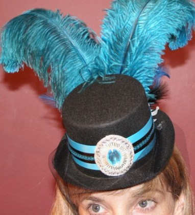 Burlesque steampunk mini feather top hat - Black w/ veil fascinator
