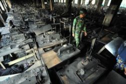 1be59-bangladesh_garment_factory_fire_protests_26_11_2012