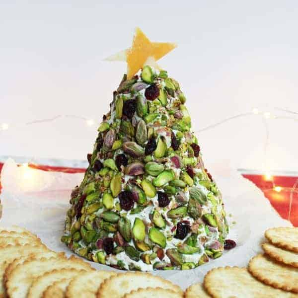 Christmas Cheese Ball.Christmas Tree Cheese Ball