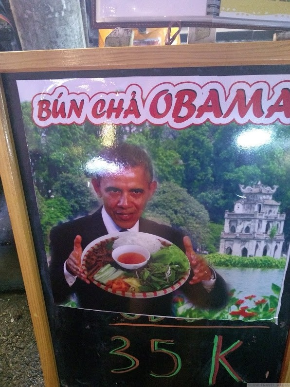 Photoshop of Obama holding a bún chả dish