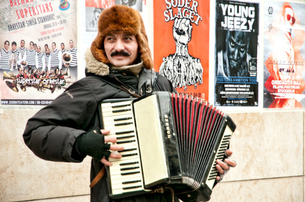 Busker - Street Performer in Stockholm - Photography by Lola Akinmade Akerstrom
