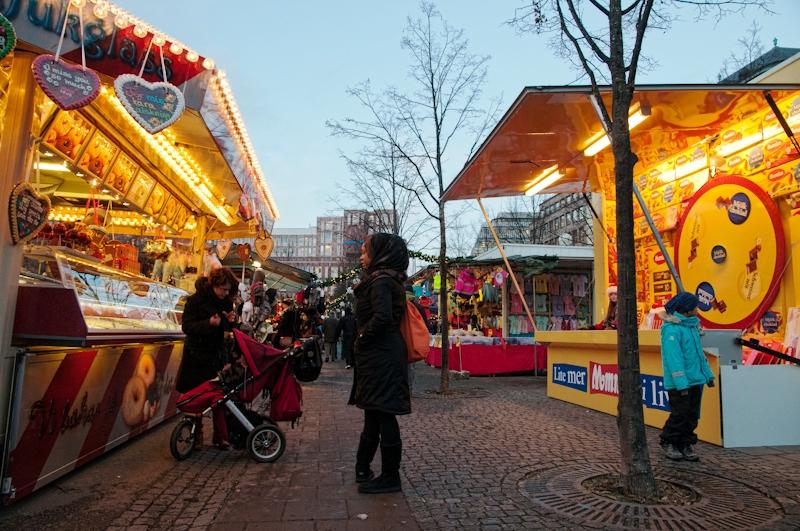 Seasonal_shopping_off_Hamngatan1