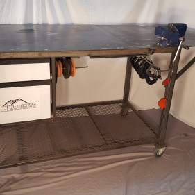 Fabrication table with top extension