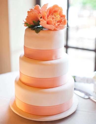 brzoskwiniowy tort na wesele