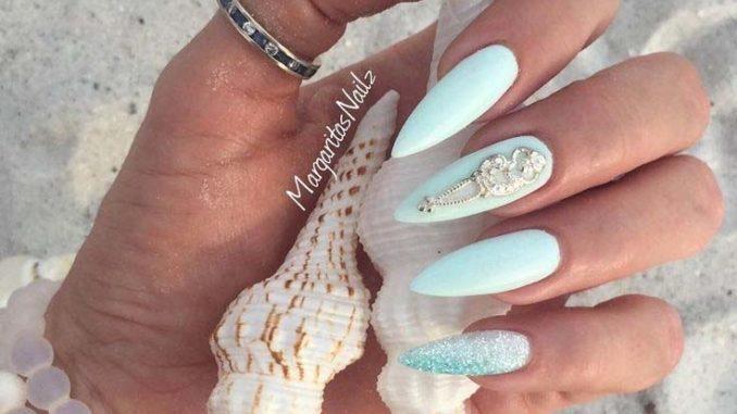 ślubny manicure morski