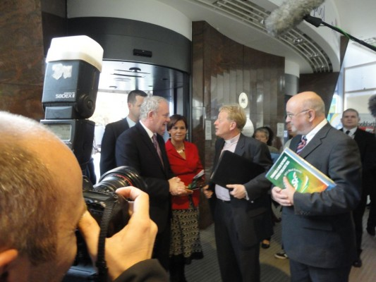 Martin McGuinness welcomes Rev David Latimer to Ard Fheis