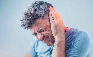 Звон в одном ухе причины и лечение