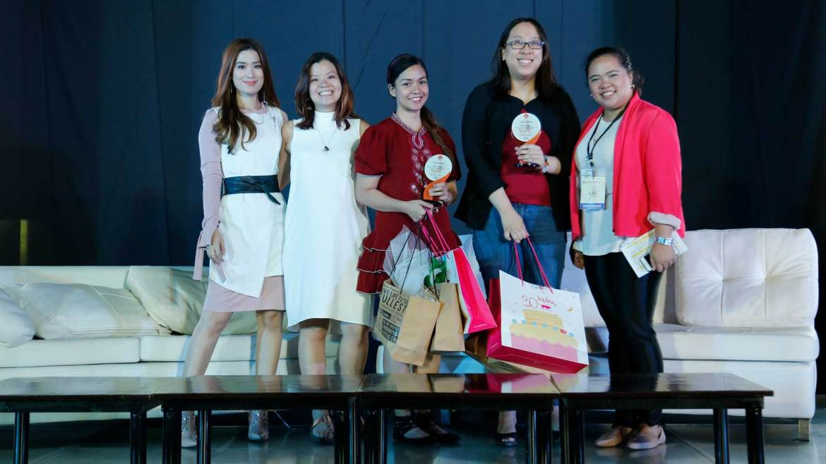 From L-R: Host Janeena Chan; president of Viviamo, Inc. Darlyn Sandra Ty-Nilo; Sinaya cup founder and owner Audrey Tangonan; Rumarocket, Inc. owner Kathleen Yu; and Viviamo Inc. marketing manager Allyssa Legaspi at the 3rd Women's Summit held last March 11, 2018 at the Samsung Hall, SM Aura.