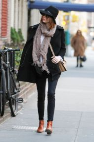 emma-stone-style-out-in-new-york-city-december-2014_4