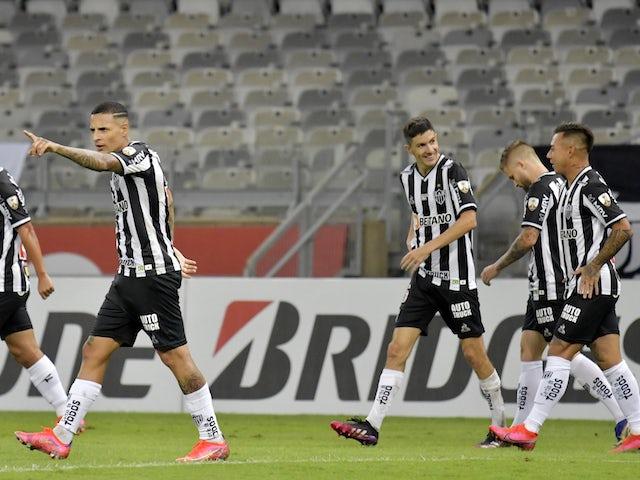 Atletico Mineiro's Eduardo Vargas celebrates scoring their fourth goal with teammates on May 4, 2021