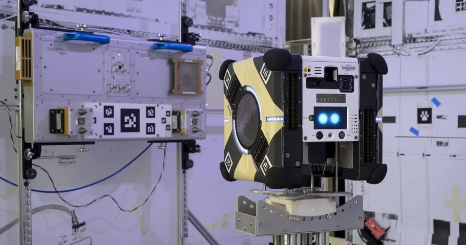 NASA robot test, NASA's New Flying Robot Gets Its First Hardware Check in Space