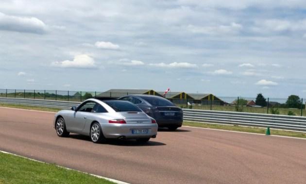 Porsche 911 vs Tesla Model S
