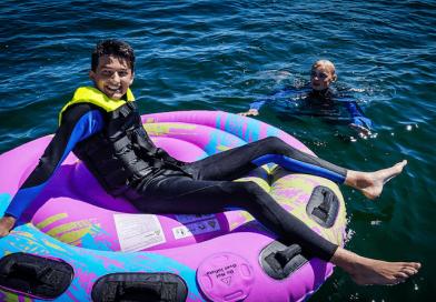 Sjov på vandet med tubes og kneeboard
